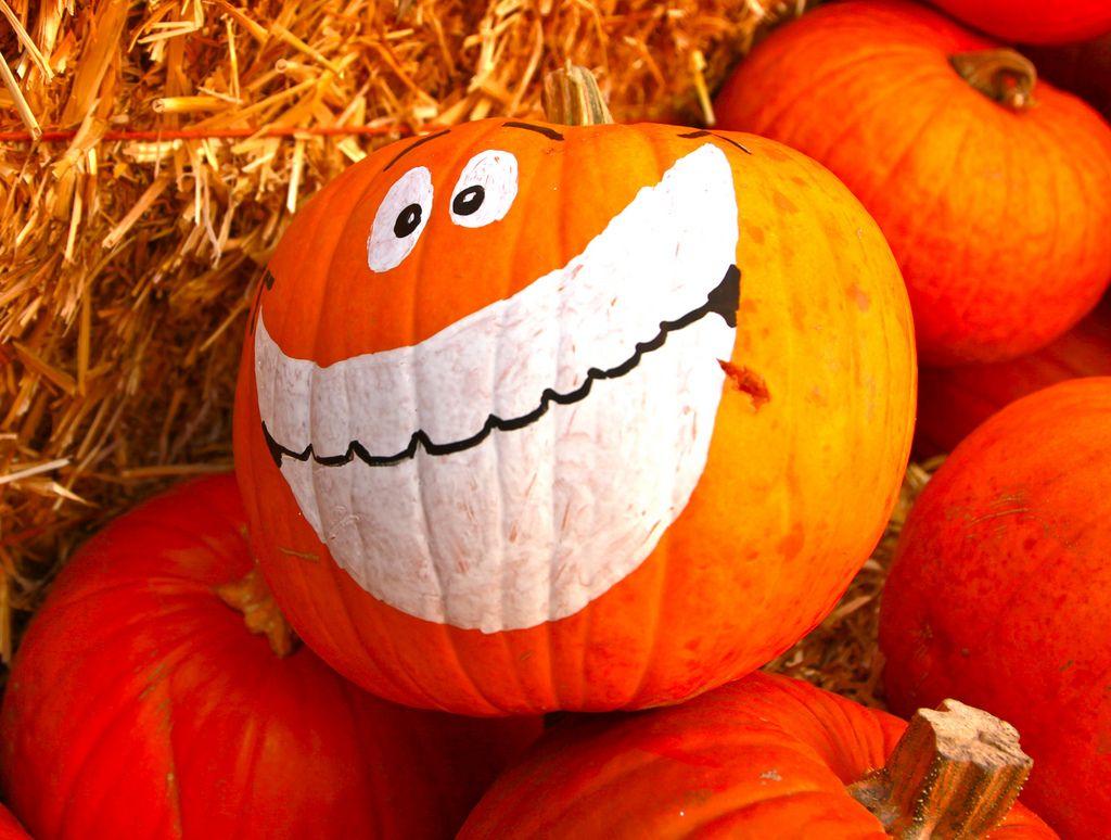 halloween pumpkin3 Painted Halloween Pumpkins   Paint your Design