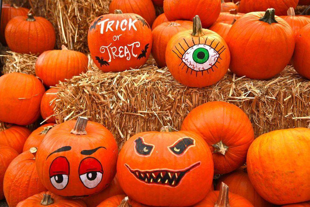 halloween pumpkin4 Painted Halloween Pumpkins   Paint your Design