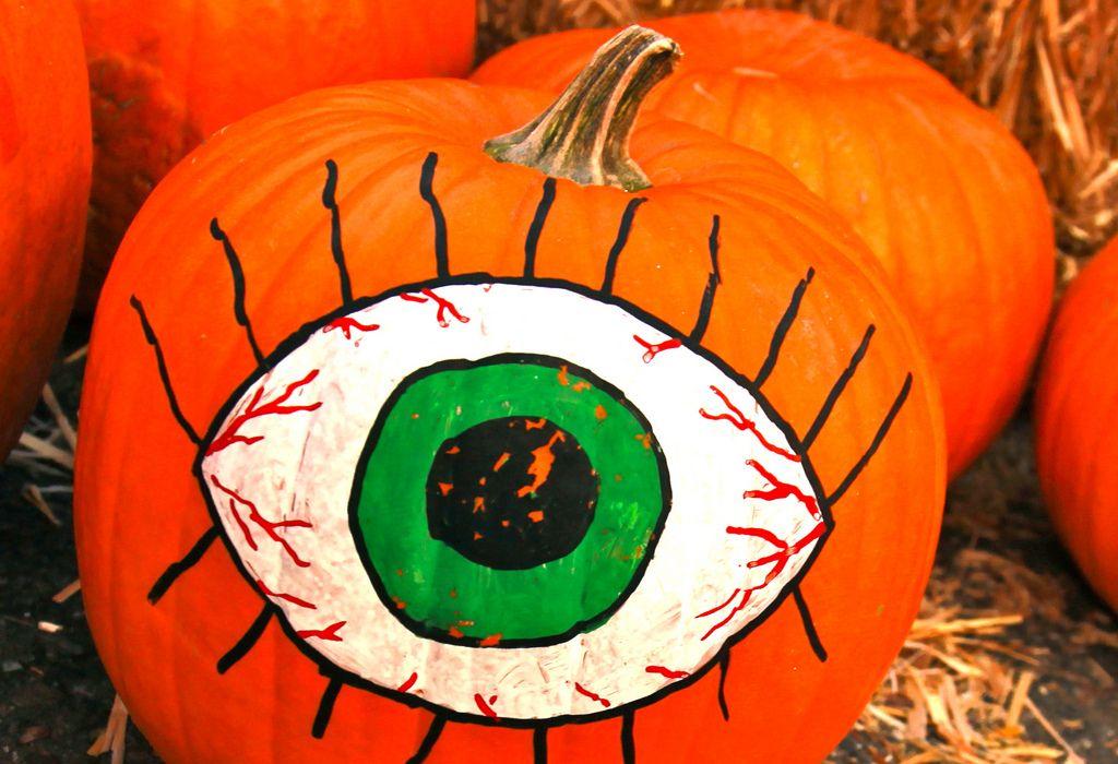halloween pumpkin6 Painted Halloween Pumpkins   Paint your Design