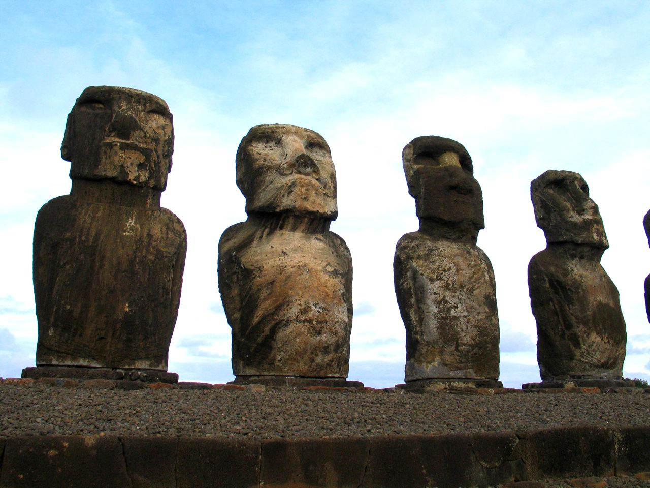 rapa nui10 Gigantic Moai Statues and Heads in Polynesian Easter Island