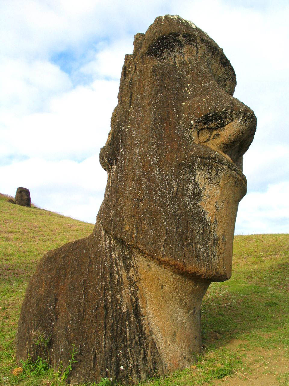 rapa nui2 Gigantic Moai Statues and Heads in Polynesian Easter Island