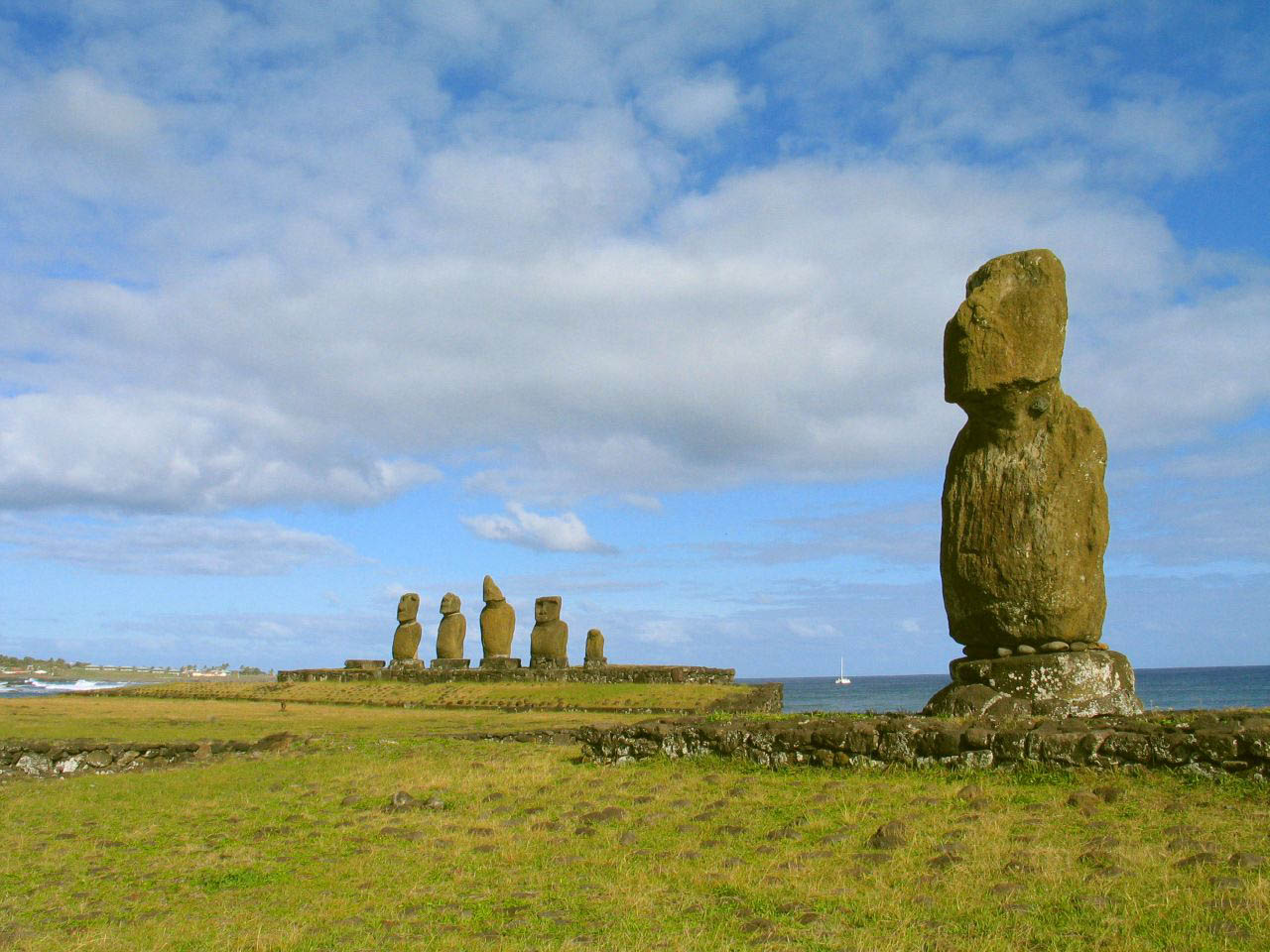 rapa nui3 Gigantic Moai Statues and Heads in Polynesian Easter Island