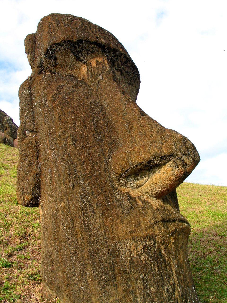 rapa nui7 Gigantic Moai Statues and Heads in Polynesian Easter Island