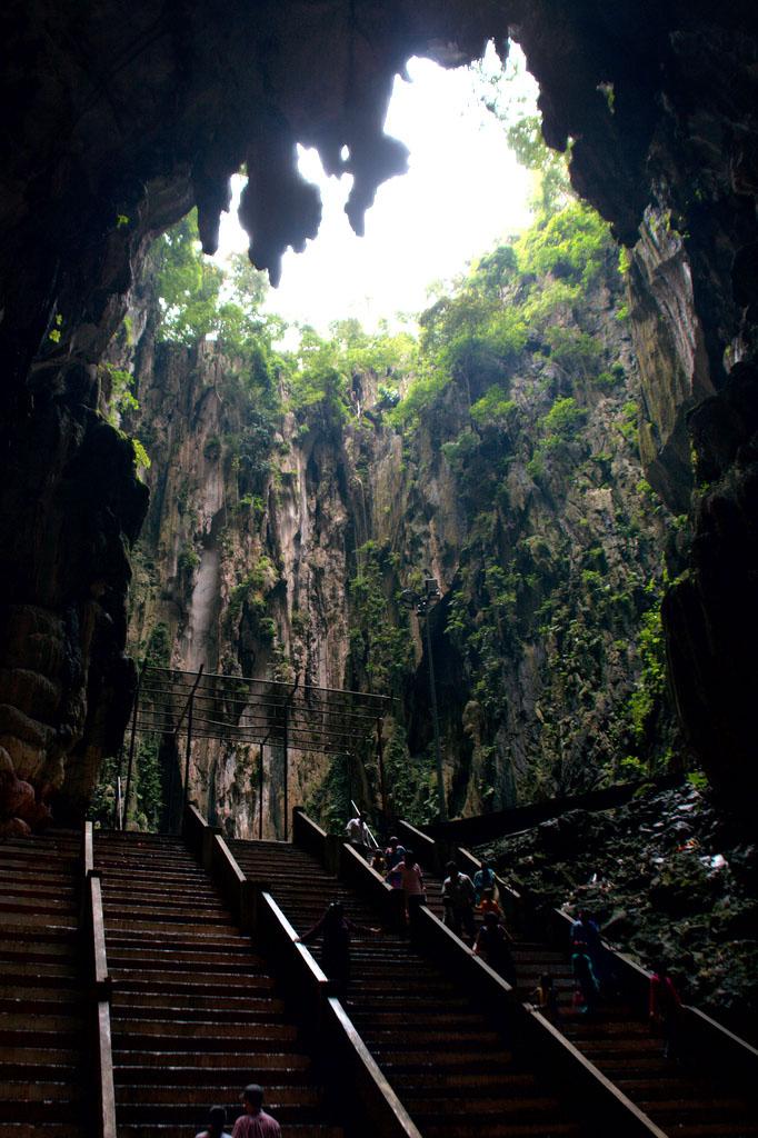 batu caves7 The Magnificent Batu Caves in Kuala Lumpur, Malaysia