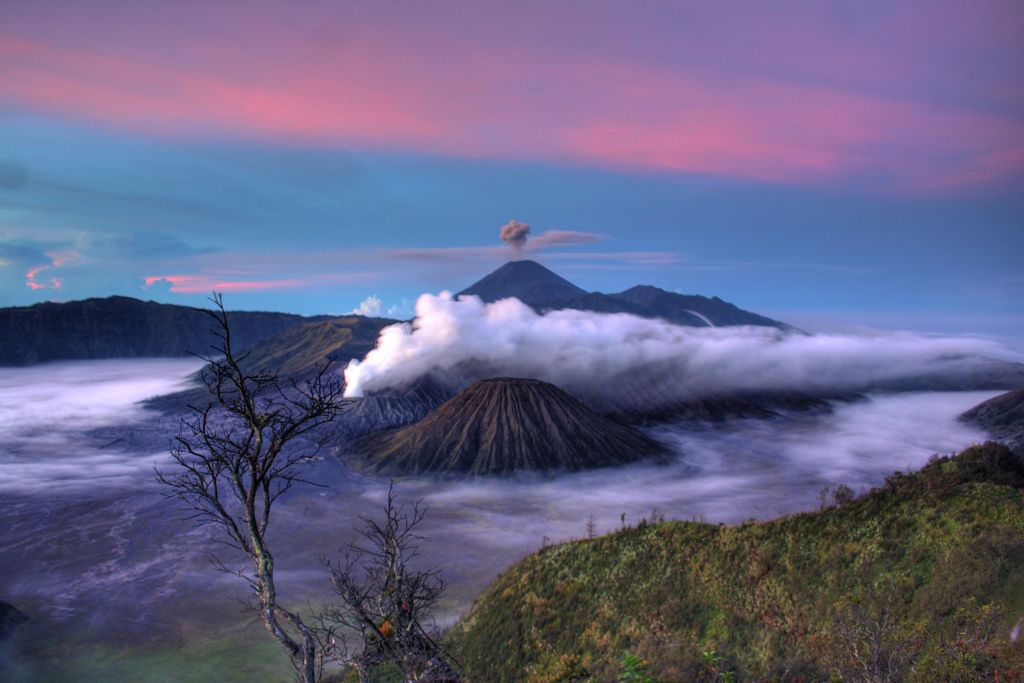 mount bromo10 The Magnificent Mount Bromo Volcano
