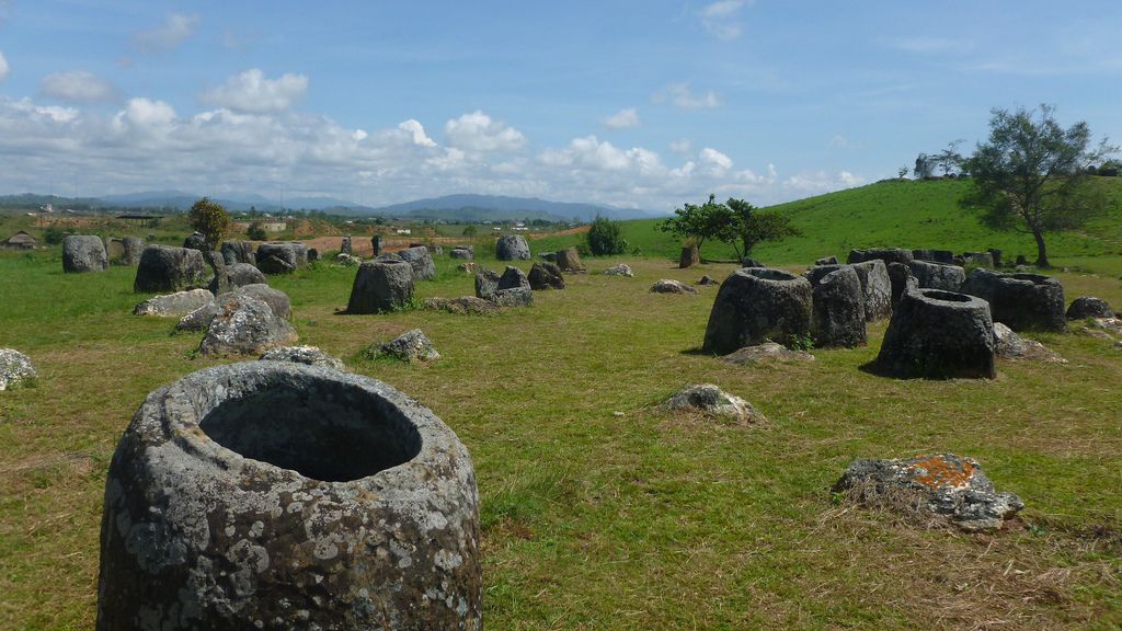 plain jars1 Mysterious Plain of Jars in Laos