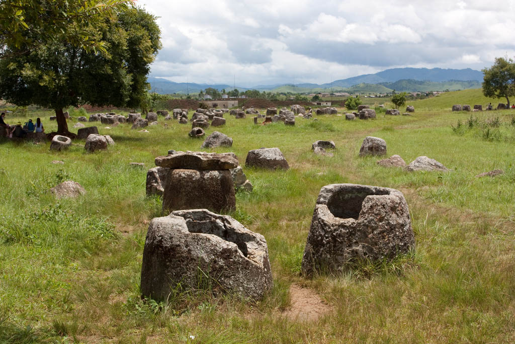 plain jars4 Mysterious Plain of Jars in Laos