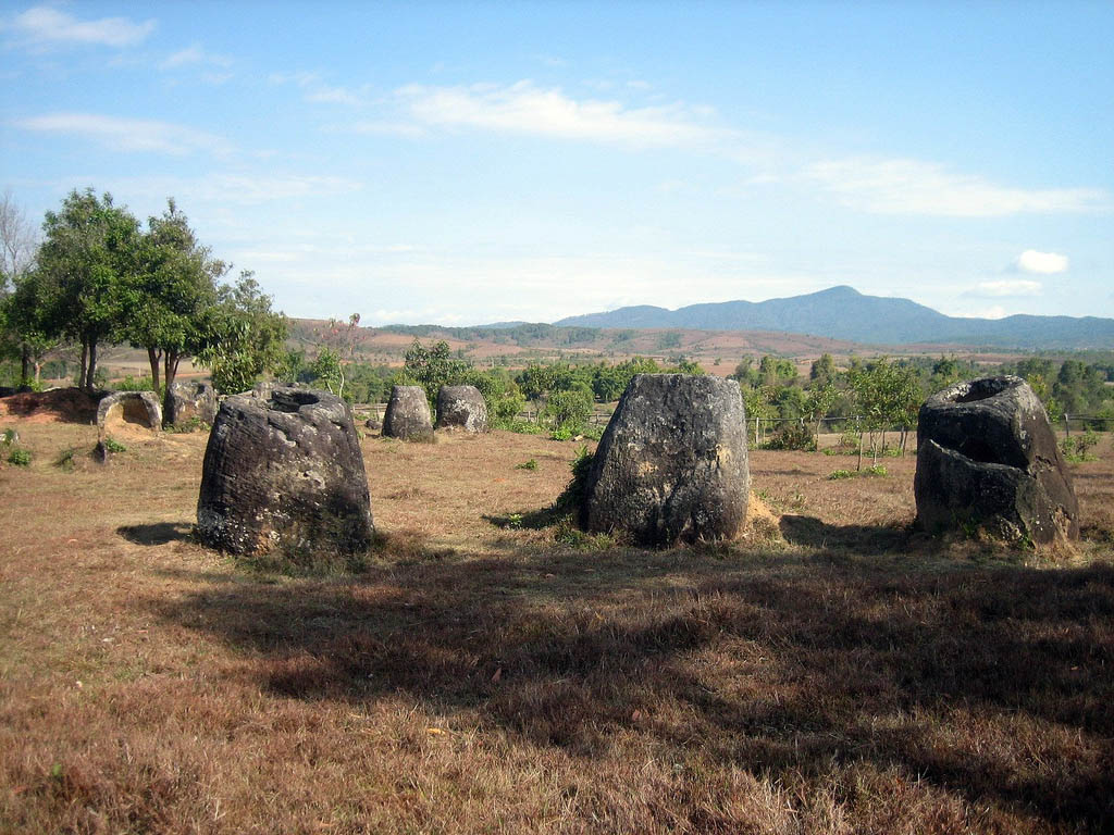 plain jars5 Mysterious Plain of Jars in Laos