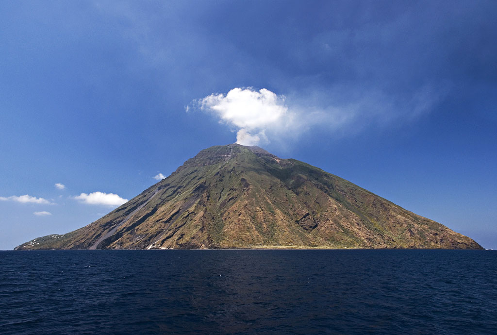 stromboli volcano Stromboli   The Most Active Volcano on the Earth