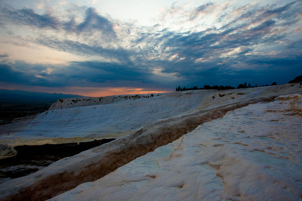 pamukkale4 Sunset in Pamukkale Travertine Terraces, Turkey