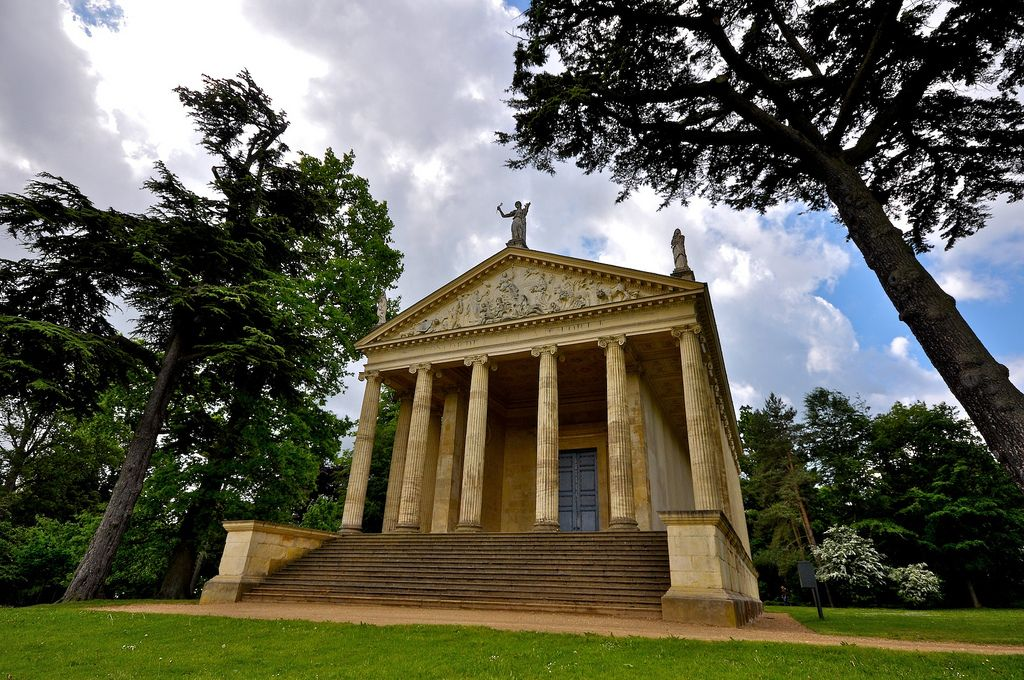 gardens stowe1 The Temple of Concord and Victory at Stowe Park