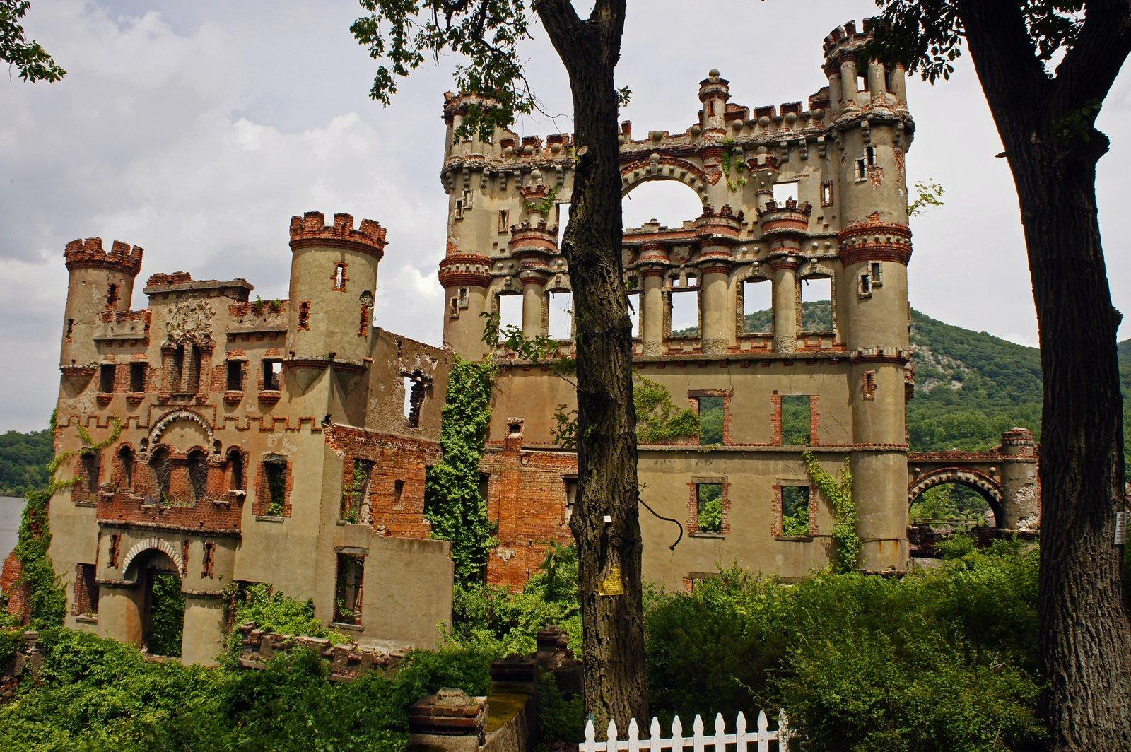 bannerman castle1 Collapsing Bannerman Castle on the Hudson River