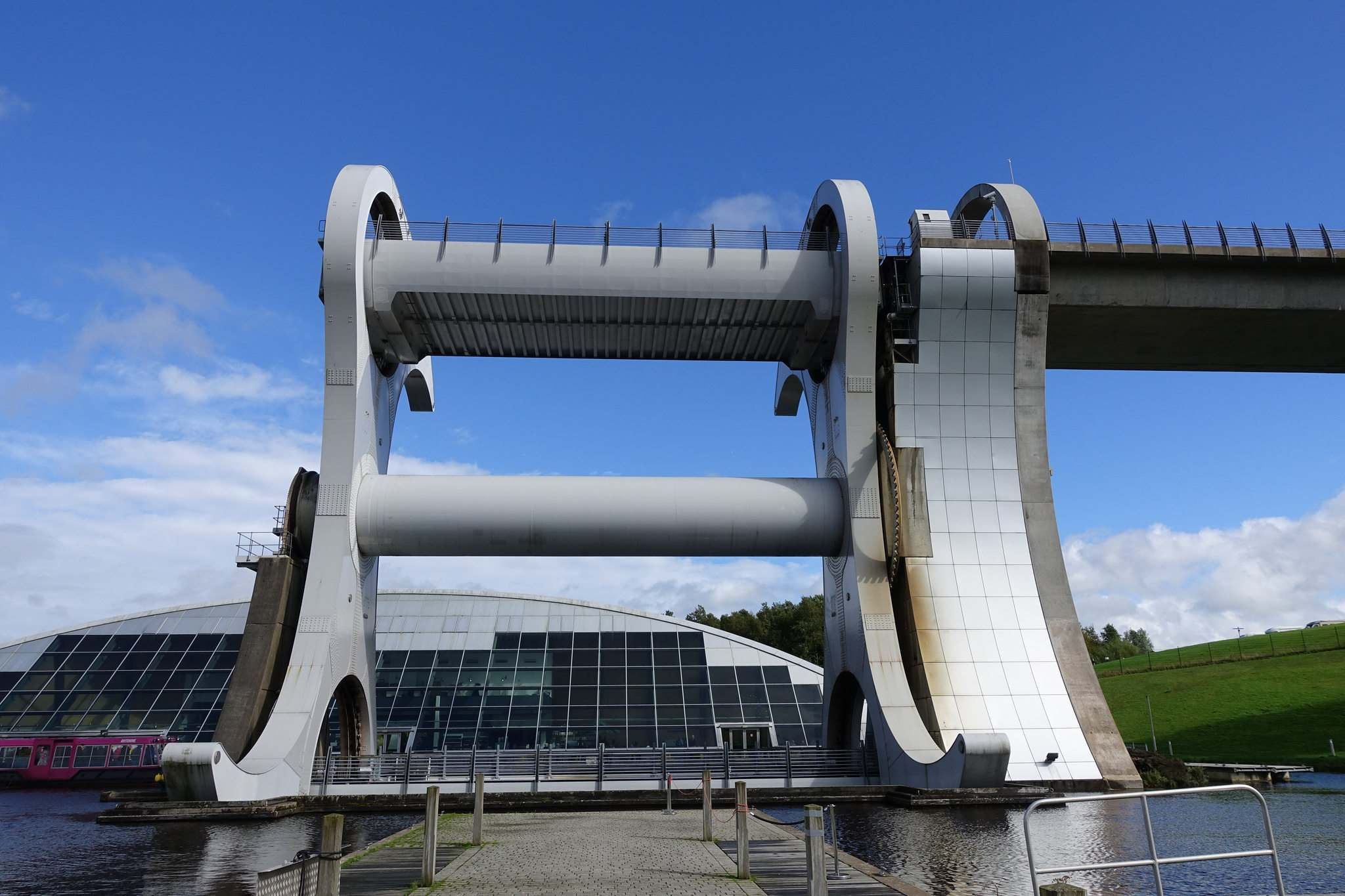 falkirk wheel1 The Falkirk Wheel   Rotating Boat Lift in Scotland