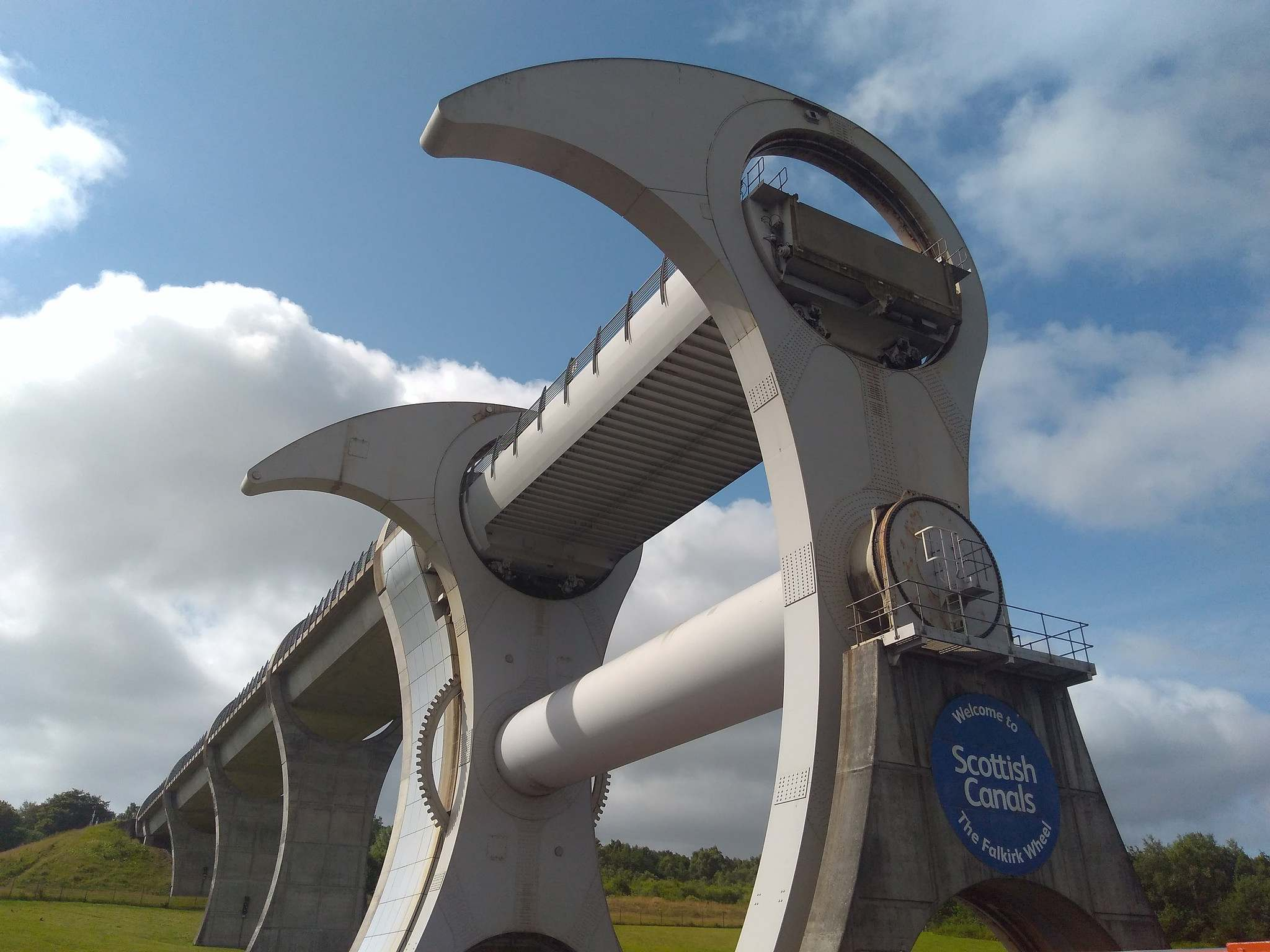 falkirk wheel5 The Falkirk Wheel   Rotating Boat Lift in Scotland