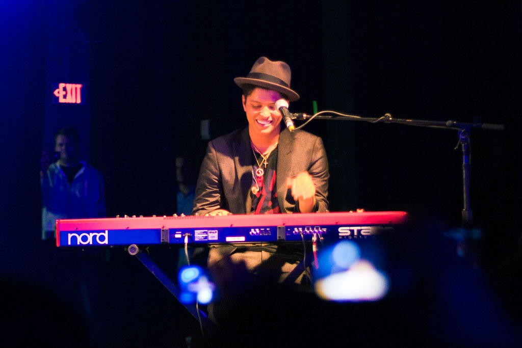 bruno mars1 Bruno Mars Reached Number One in US Charts with Latest Hit Locked Out Of Heaven