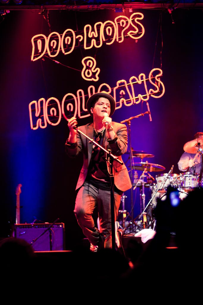 bruno mars2 Bruno Mars Reached Number One in US Charts with Latest Hit Locked Out Of Heaven