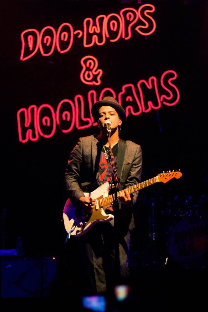 bruno mars3 Bruno Mars Reached Number One in US Charts with Latest Hit Locked Out Of Heaven
