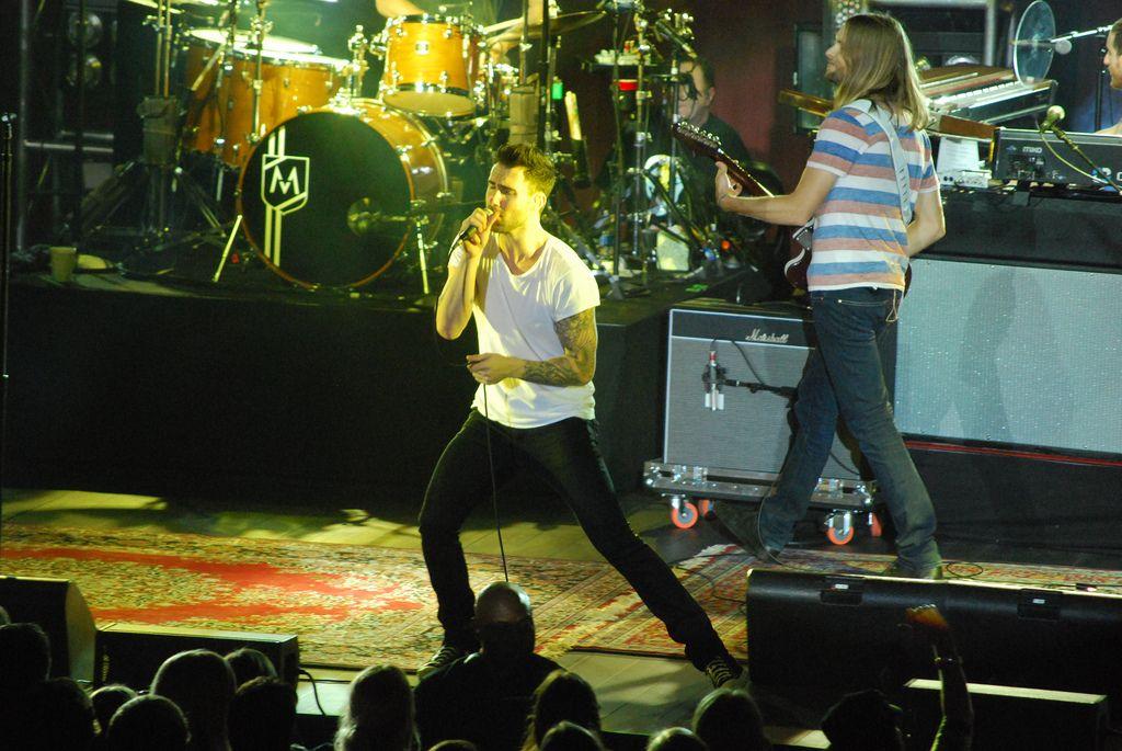 maroon 57 Maroon 5 Show