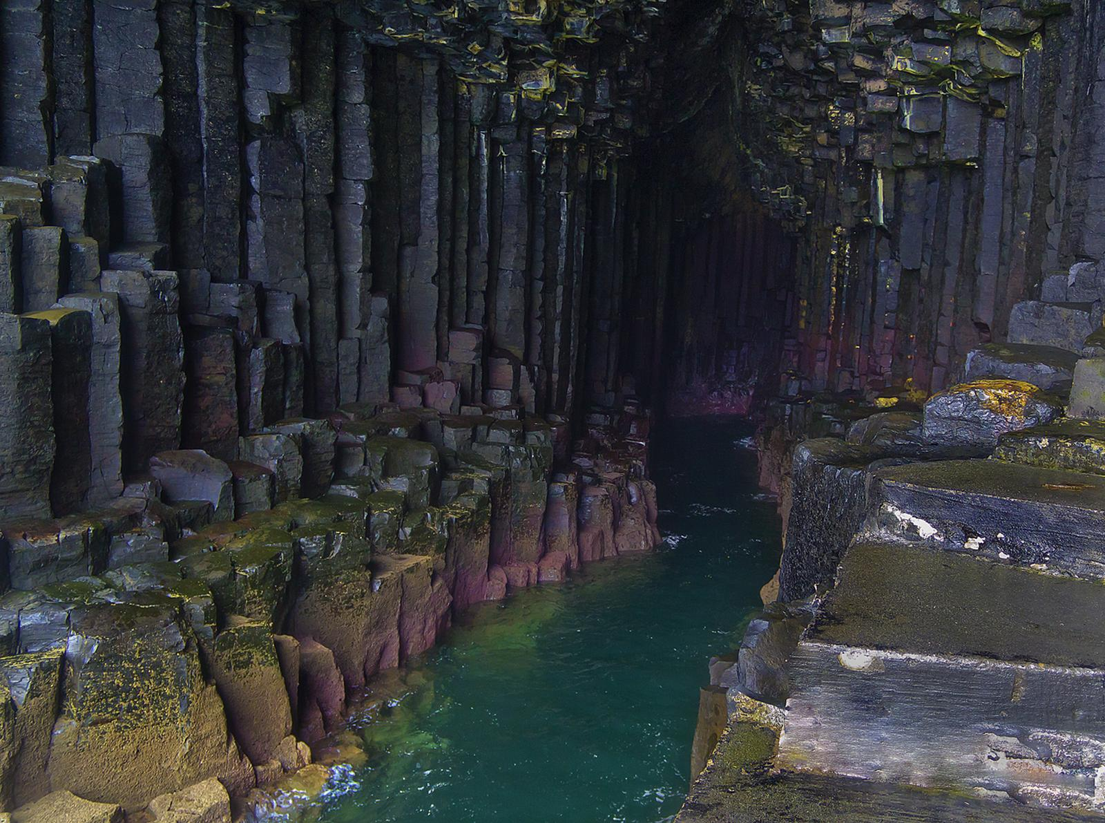 fingal5 Fingals Cave and Staffa Coast, Scotland