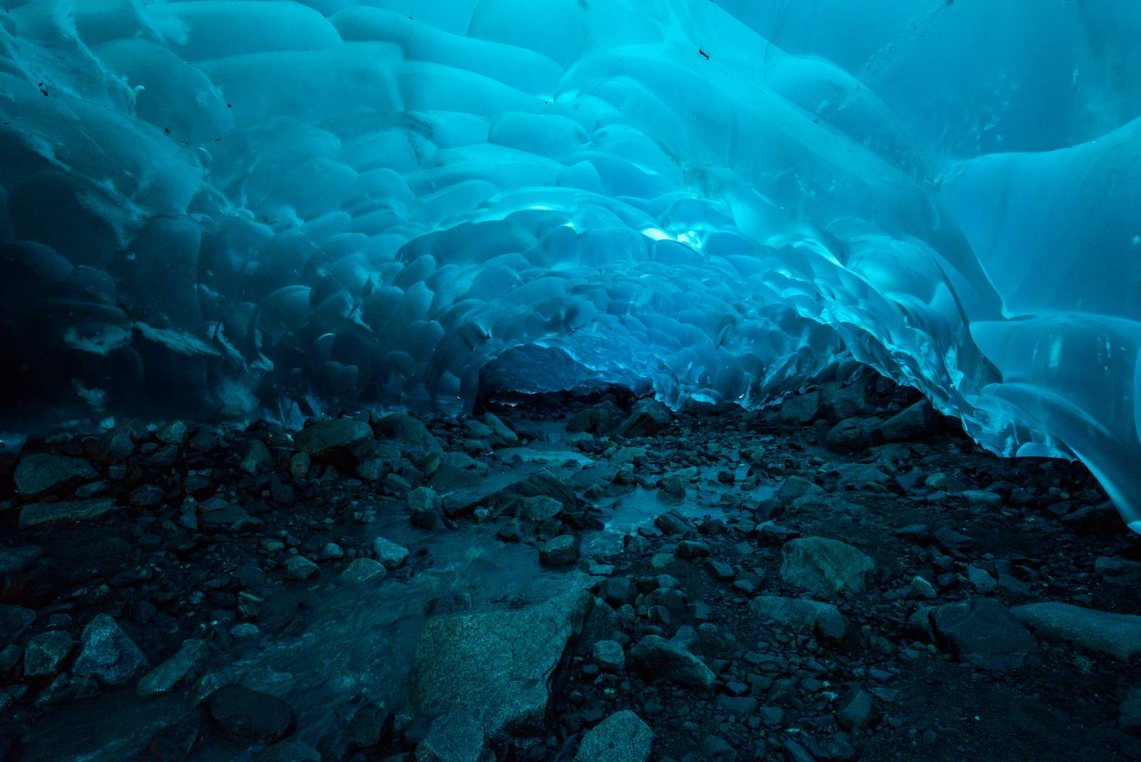 mendenhall2 Ice Caves under the Mendenhall Glacier in Juneau, Alaska
