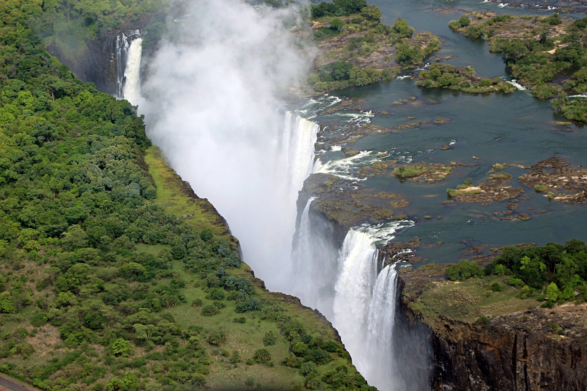 victoria falls The Largest Waterfall in the World   Victoria Falls
