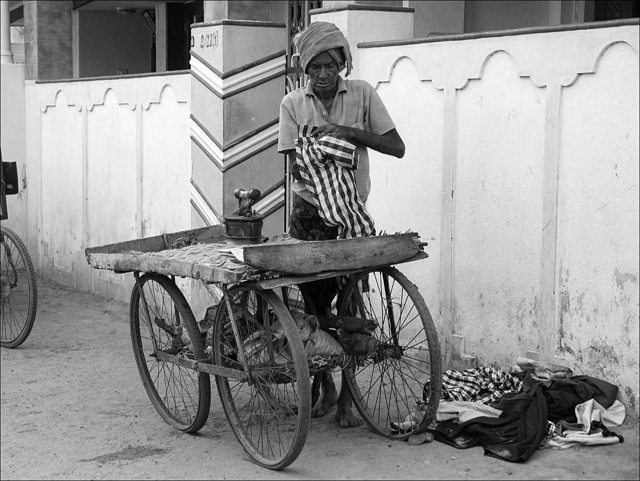 people india13 Daily Life of People in India   Black and White
