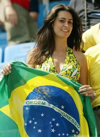 4 Fans We Like to See at World Cup Stadium