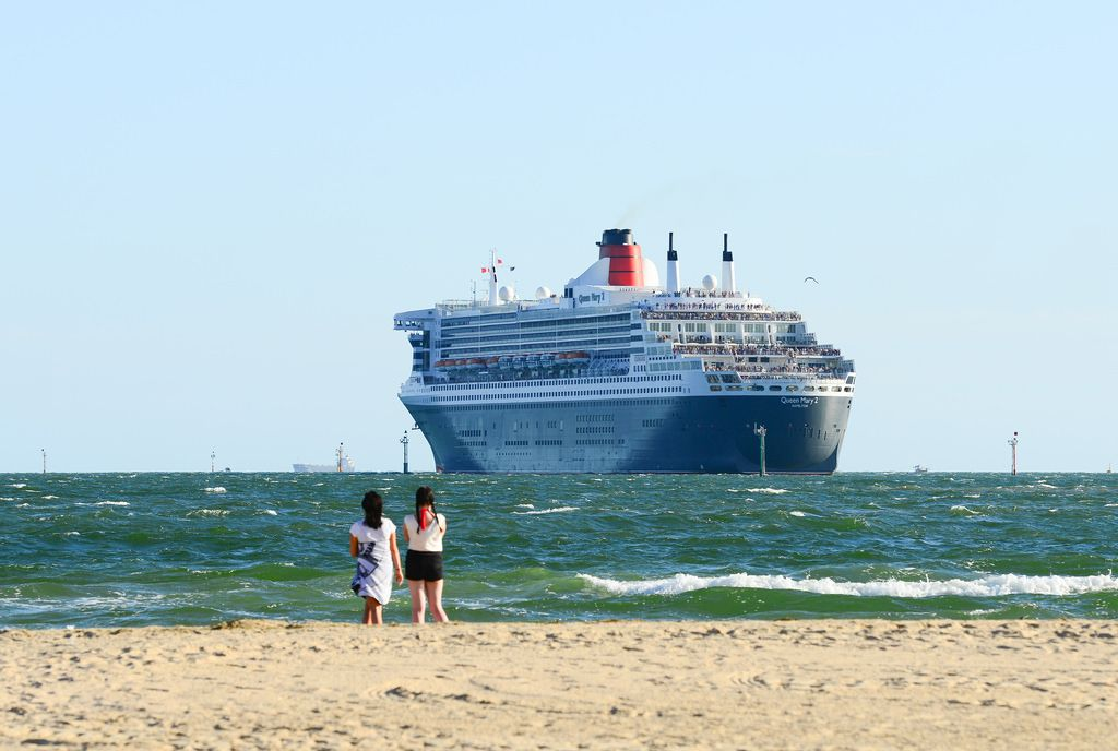 queen mary 24 The Queen Mary 2   An Ocean Liner in Port Melbourne