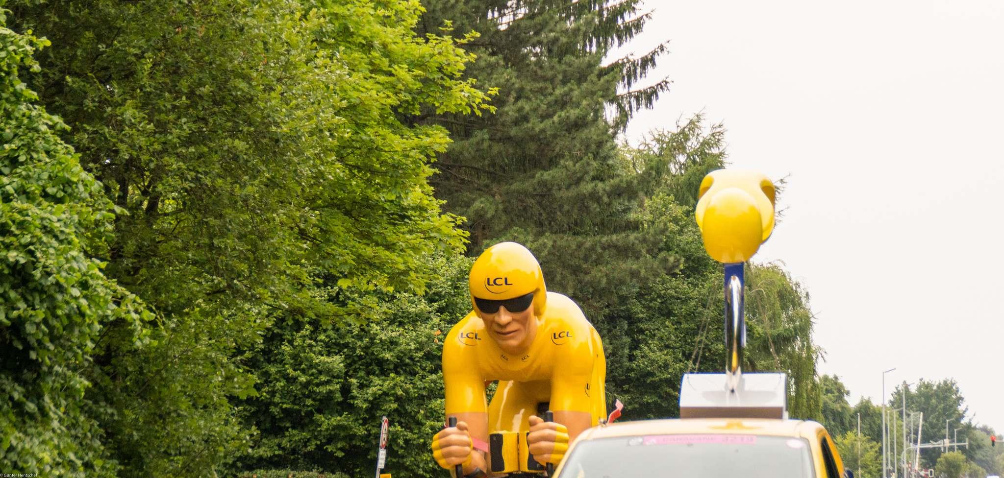 le tour20 Caravan Before the Start of the Tour de France   Dusseldorf