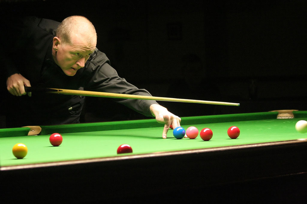 steve davis5 Snooker Legend Steve Davis at Crucible Theatre
