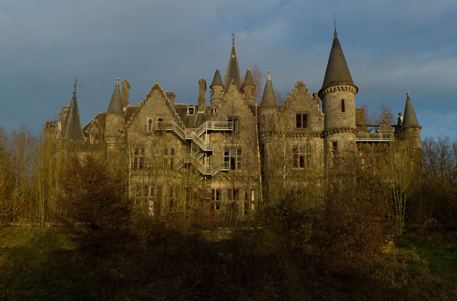 castle miranda The Abandoned Castle Miranda, Belgium