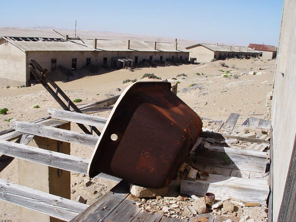 kolmanskop1 Abandoned Kolmanskop Ghost Town in Namibia