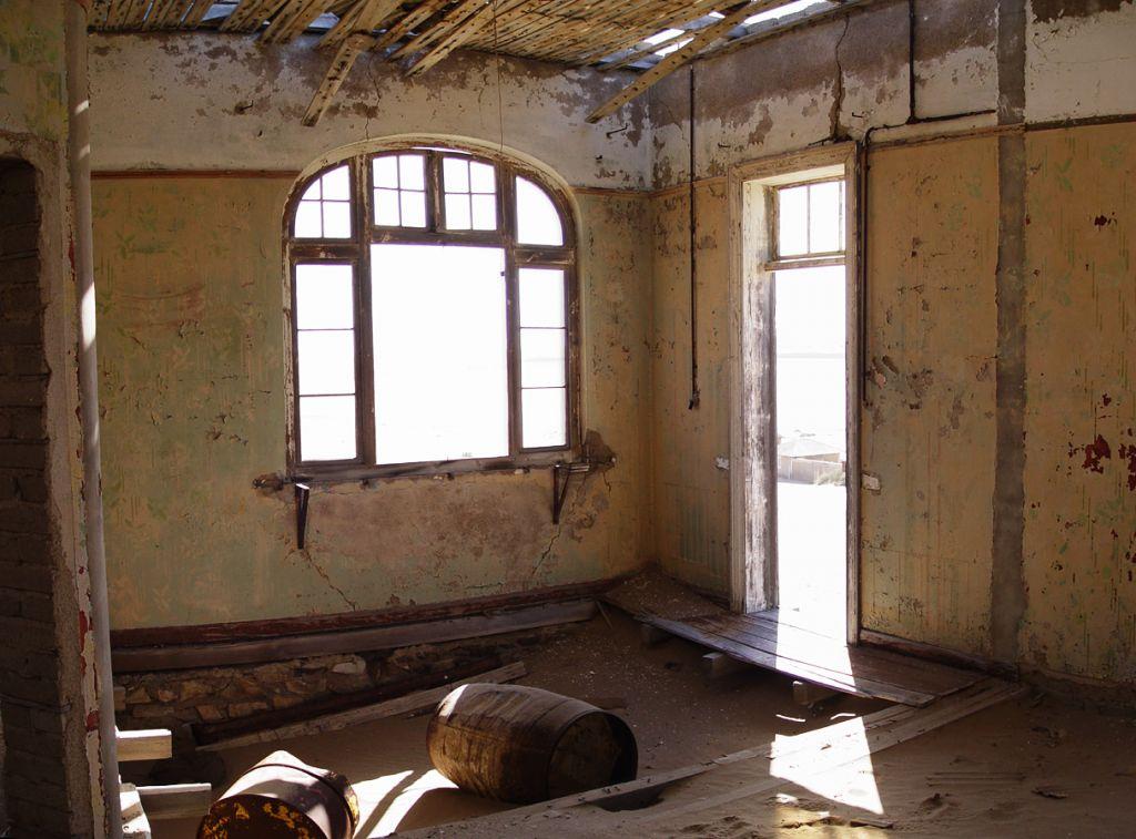 kolmanskop10 Abandoned Kolmanskop Ghost Town in Namibia