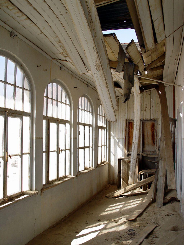 kolmanskop13 Abandoned Kolmanskop Ghost Town in Namibia