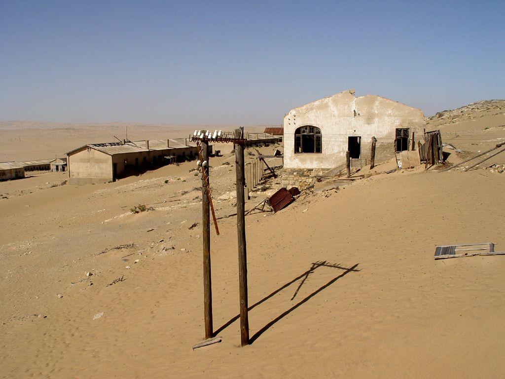 kolmanskop2 Abandoned Kolmanskop Ghost Town in Namibia