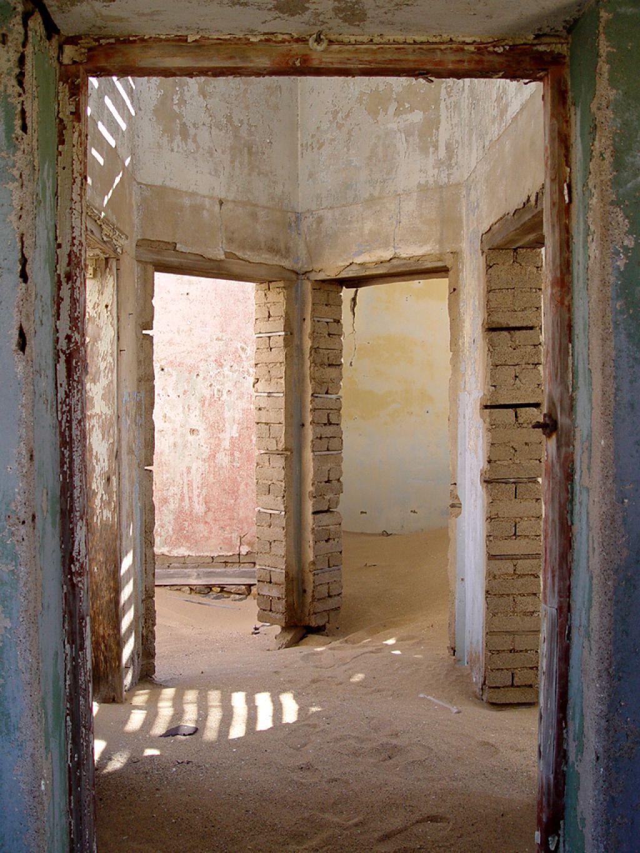 kolmanskop7 Abandoned Kolmanskop Ghost Town in Namibia