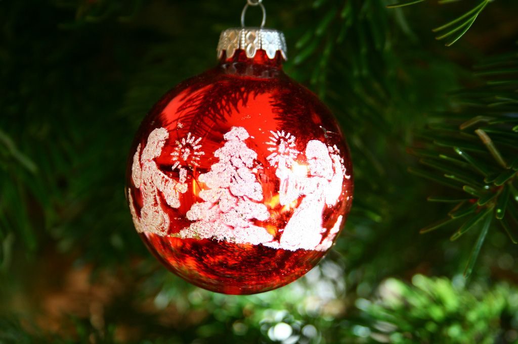 christmas balls11 Christmas Balls Decorate Christmas Tree