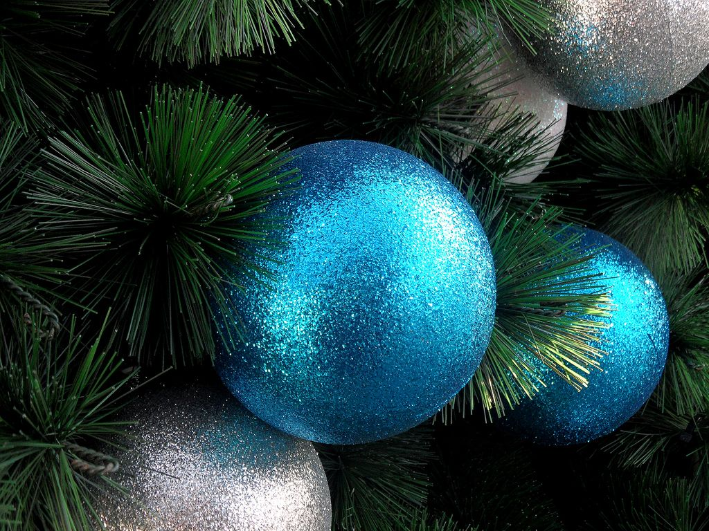 christmas balls4 Christmas Balls Decorate Christmas Tree