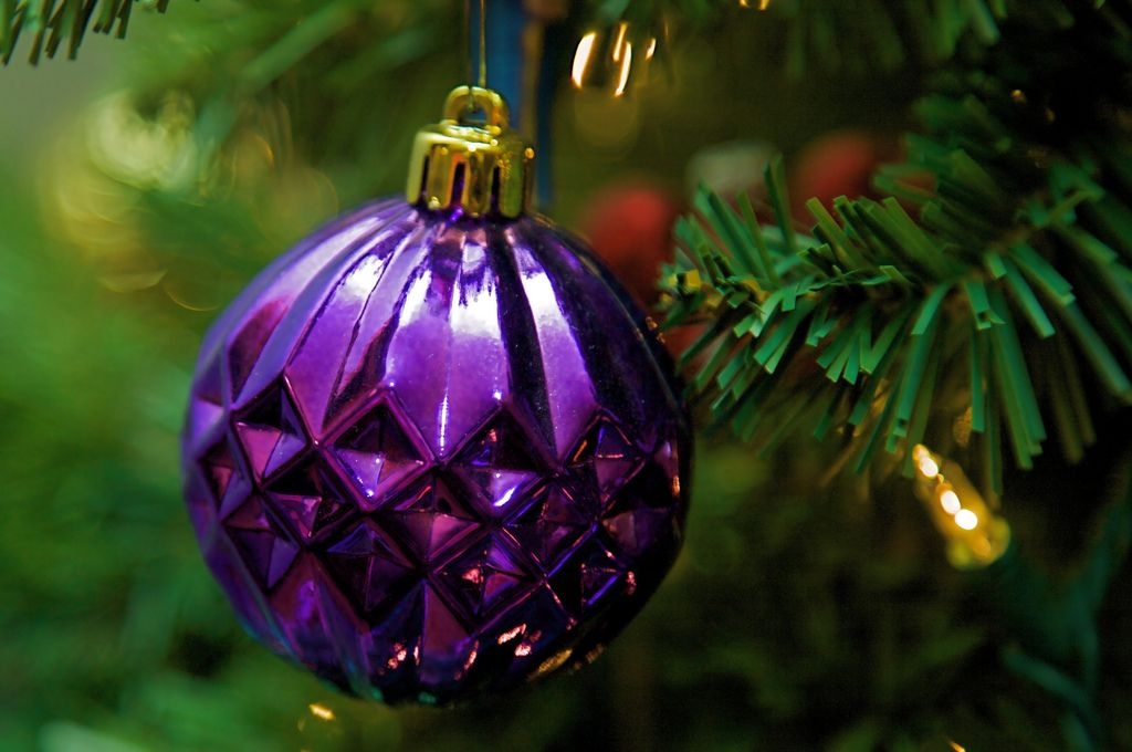 christmas balls6 Christmas Balls Decorate Christmas Tree