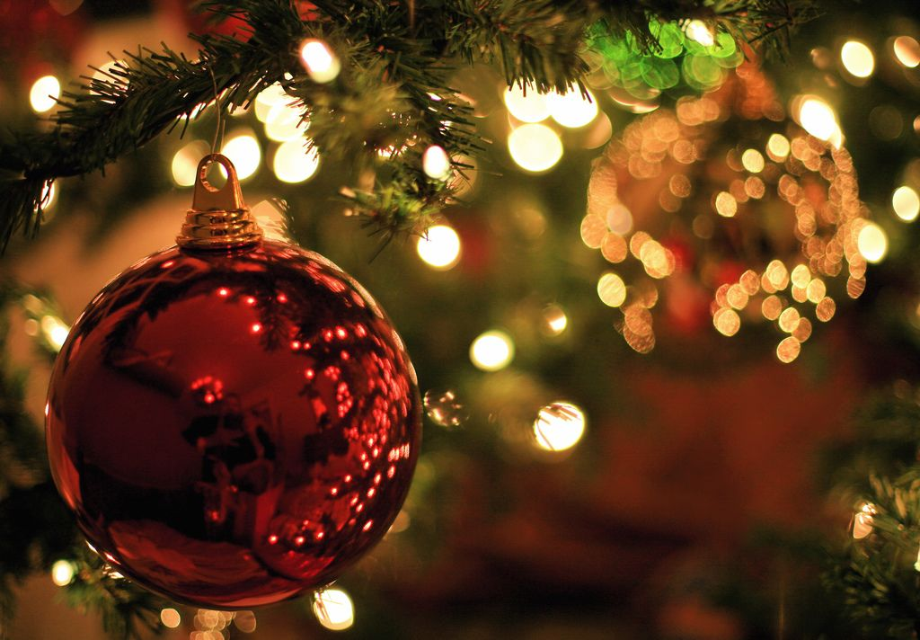 christmas balls8 Christmas Balls Decorate Christmas Tree