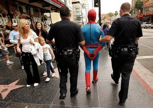 funny caught in costume 3 500x353 Funniest Costumes to Get Arrested in