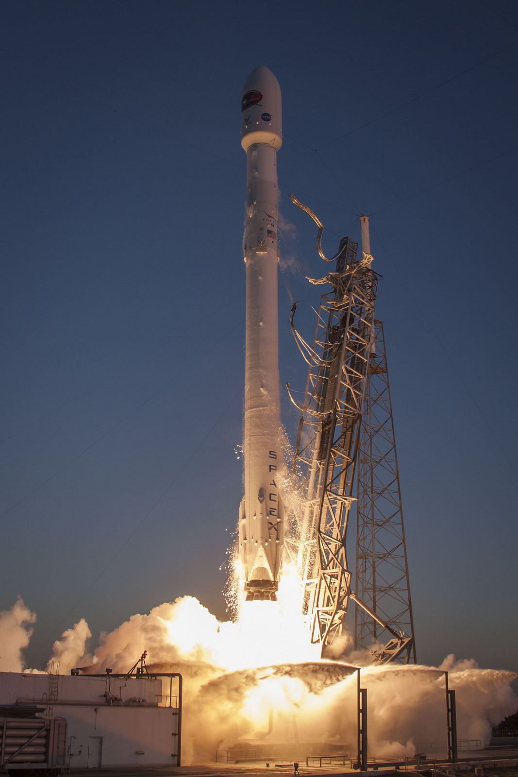 spacex3 Falcon 9 lifted off from SpaceX Launch Complex