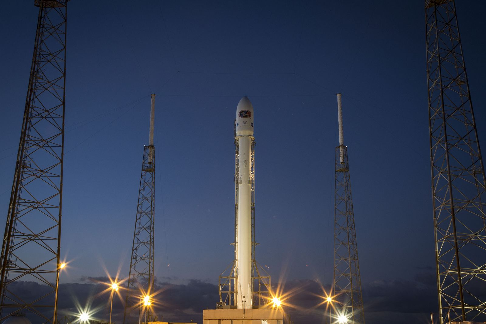 spacex4 Falcon 9 lifted off from SpaceX Launch Complex