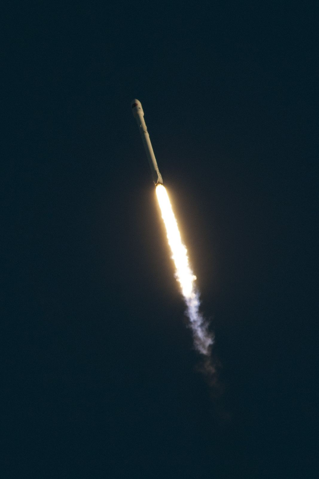 spacex5 Falcon 9 lifted off from SpaceX Launch Complex