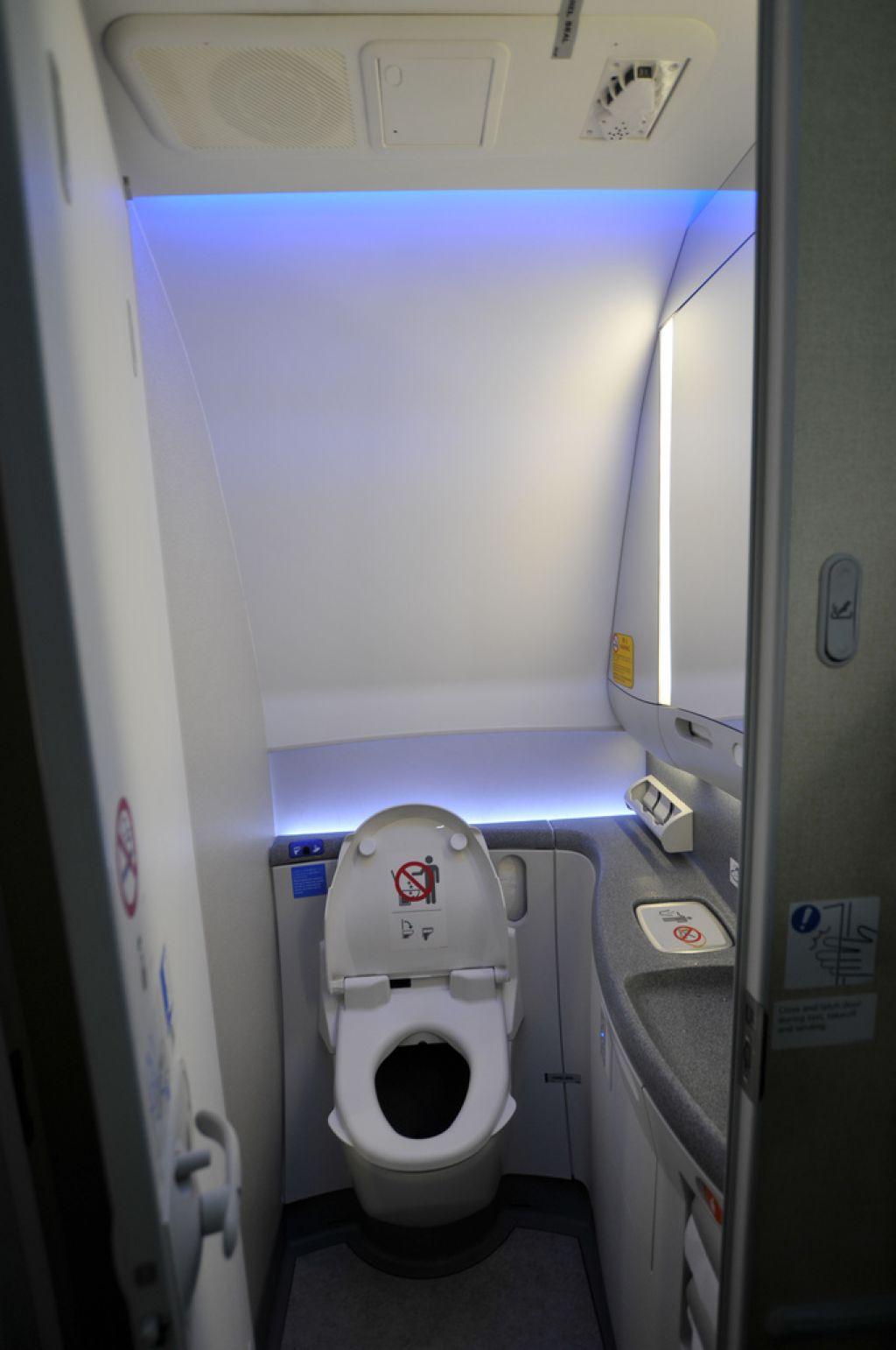 dream liner 7876 Inside Boeing Dreamliner 787