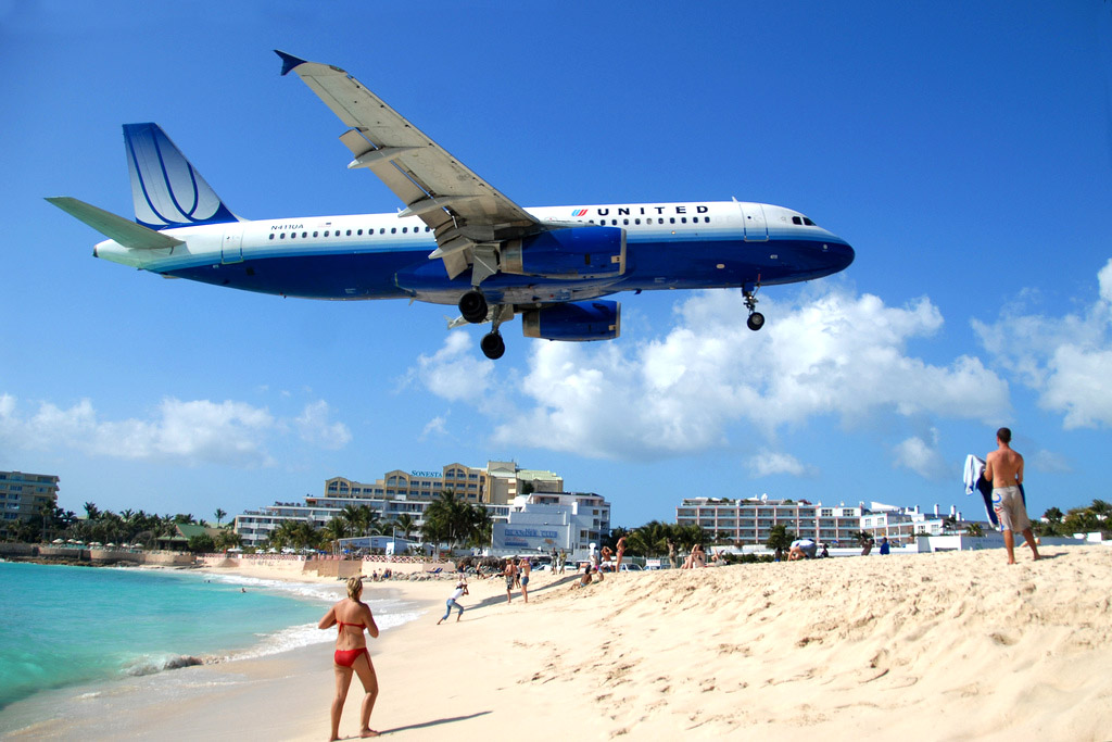 maho beach st maarten1 Planes Landing over Maho Bay Beach