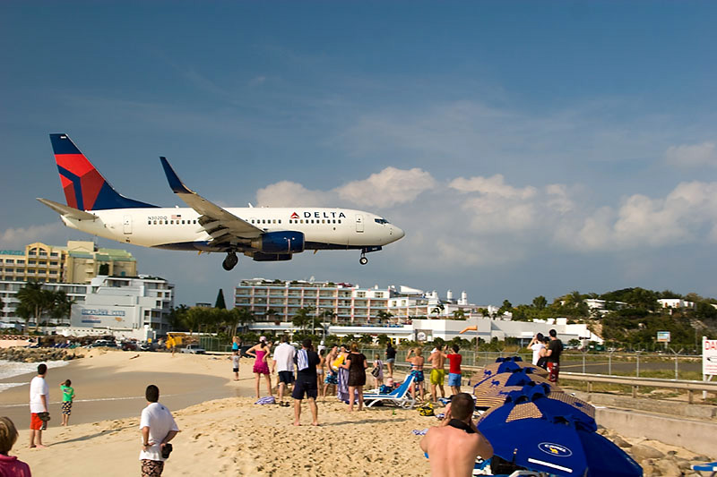 maho beach st maarten8 Planes Landing over Maho Bay Beach