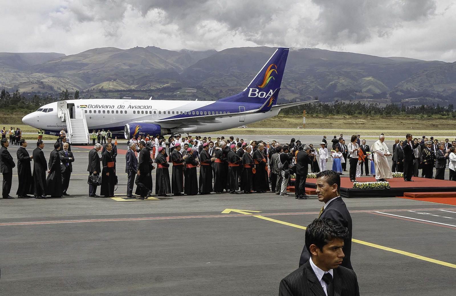 pope francis1 Pope Francis leaving Ecuador