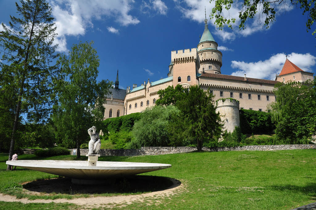 wedding castle What About Wedding in a Most Beautiful Castle in Europe