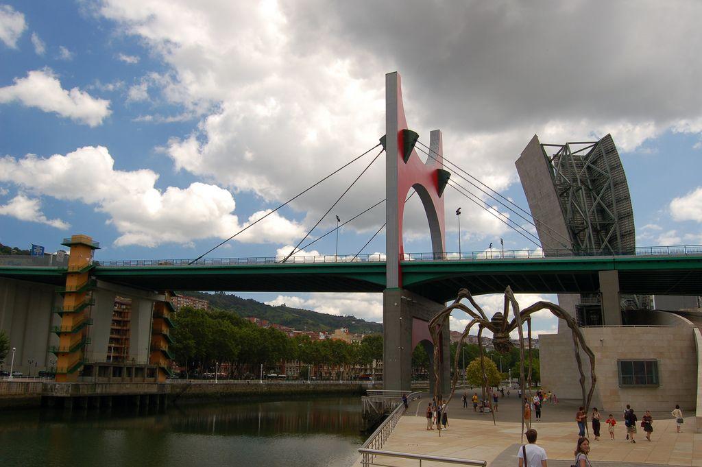guggenheim museum3 Amazing Building of Guggenheim Museum in Bilbao